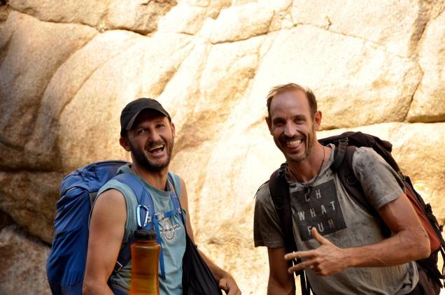 La eterna felicidad de escalar entre amigos - Foto: Carlos Herrador.